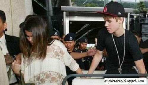 why did justin bieber and selena gomez break up. did justin bieber and selena gomez break up april 2011. justin bieber and
